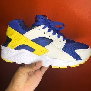 Blue, yellow and white Nike Huaraches 🐉